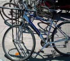 'fourche de vélo montée à l'envers'